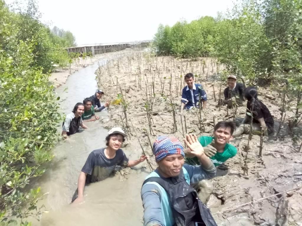 Semangat TRIPARI Mengembalikan Daratan Trimulyo