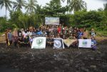 Cegah Abrasi Semakin Meluas, Relawan LindungiHutan Ikut Tanam Mangrove Di Ketapang