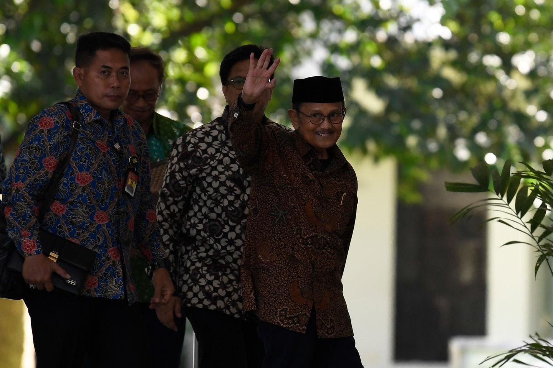 Presiden RI ke-3 BJ Habibie saat mengunjungi Istana Negara di Jakarta pada Jumat, 24 Agustus 2019.