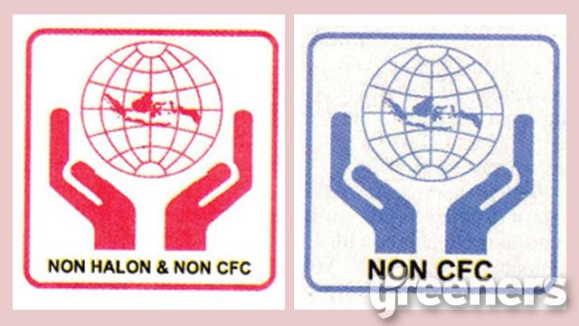 logo bahan kandungan perusak ozon berwarna merah, logo bahan ramah ozon berwarna biru. keduanya berbentuk tangan terbuka dan mengankat bumi disertai peta indonesia