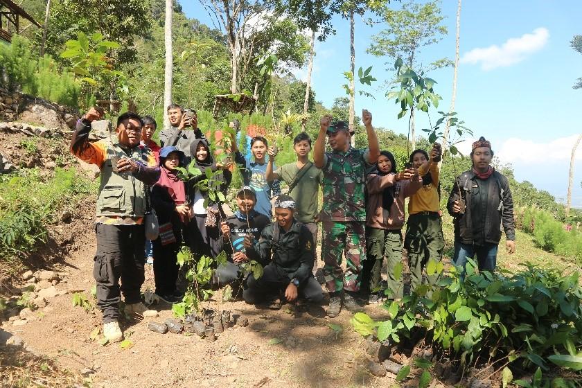 Relawan LindungiHutan Ciamis, Aktivis Pegiat Lingkungan, TNI, dan Masyarakat dalam Pelaksanaan Kampanye Alam HutanMerdeka di Gunung Sawal, Ciamis, Jawa Barat/Motivasi Menjadi Relawan
