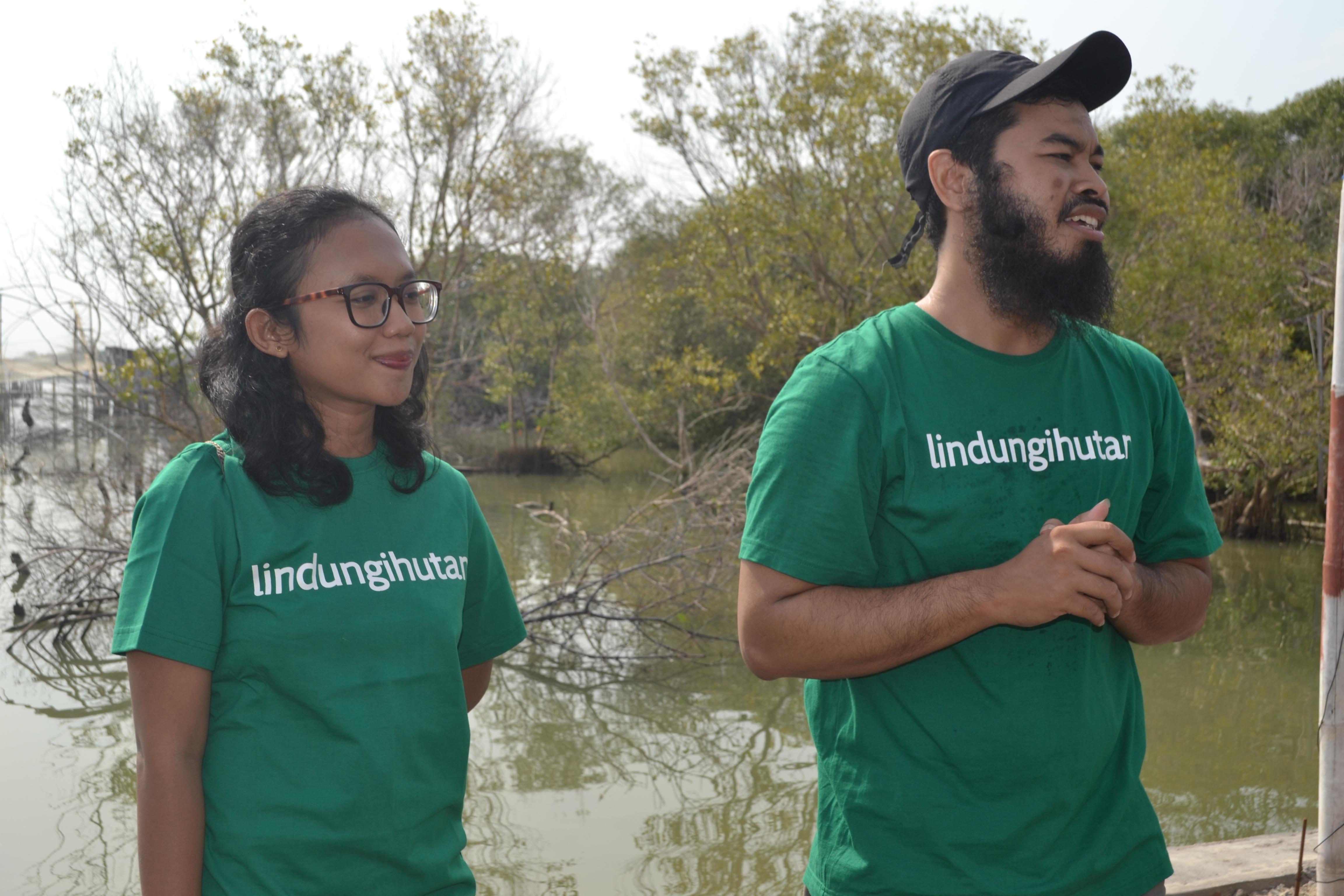 Kristin, perwakilan dari Sustaination bersama CEO LindungiHutan, Miftachur Robbani