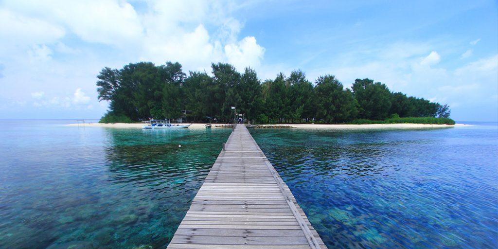 Pemandangan Dermaga Pulau Cilik yang Terletak di Taman Nasional Karimunjawa, Jepara, Jawa Tengah