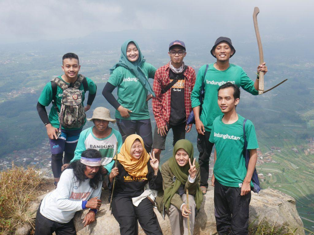 Relawan LindungiHutan Kendal untuk Satu Pohon Gunung Andong