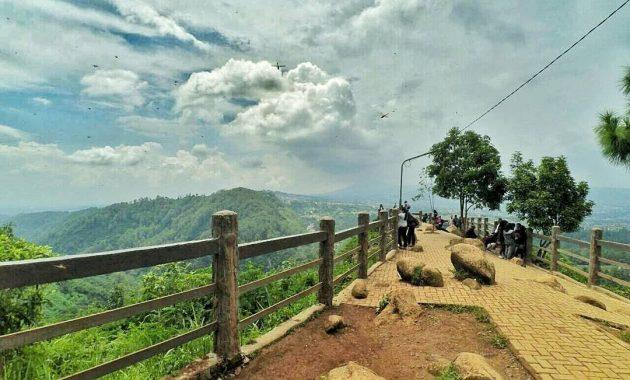 Pemandangan dari Atas Bukit, Daya Tarik Wisatawan Tahura Djuanda