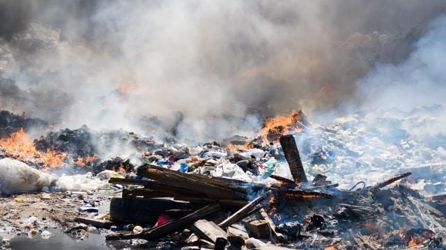 Pembakaran sampah ternyata berkontribusi menyumbang gas CO2 Dokumentasi kumparan.com