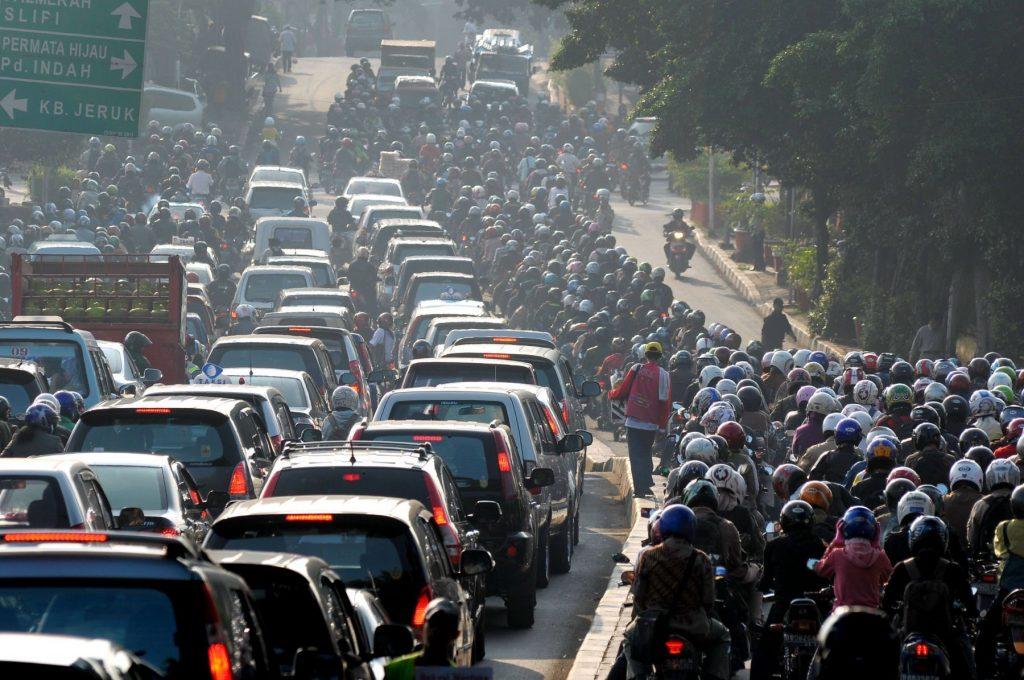 Transportasi bahan baku fosil menyumbang gas CO2 Dokumentasi m.mediaIndonesia.com