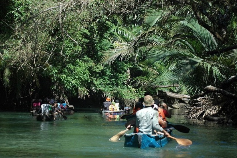 Gambar 1. Kegiatan ekowisata. Sumber: https://www.republika.co.id/