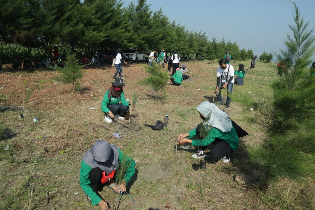 Gambar 4. Komunitas Melakuan Penanaman Pohon