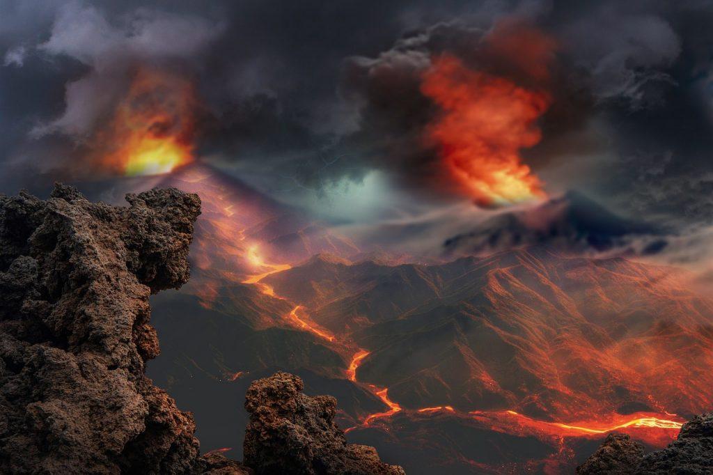 Gambar 1. Gunung Api dan Lava. © Enrique Lopez Garre