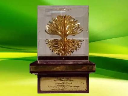 Gambar 2. Piala Kalpataru. Sumber: dlh.salatiga.go.id