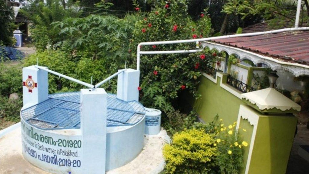 Gambar 1. Pemanenan Air Hujan. Sumber: wateraidindia.in