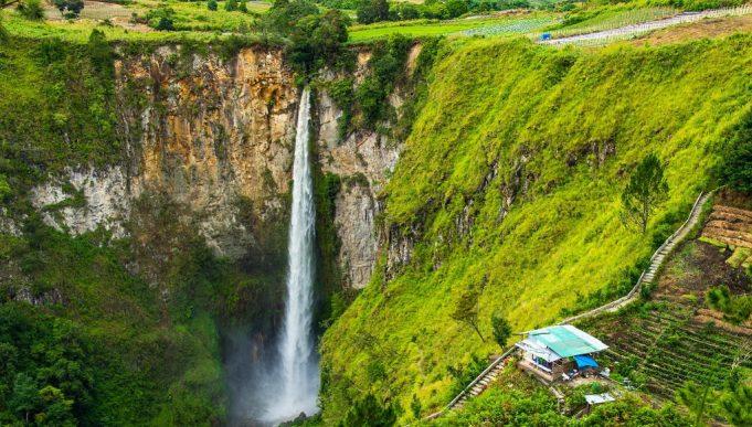 Air Terjun Sipiso-Piso: Mutiara Sumatera dekat Danau Toba