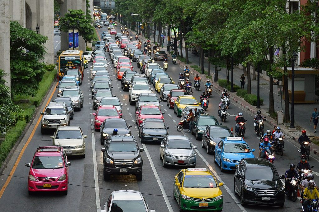 Gambar 1. Rush hour on an urban city ©️ islandworks