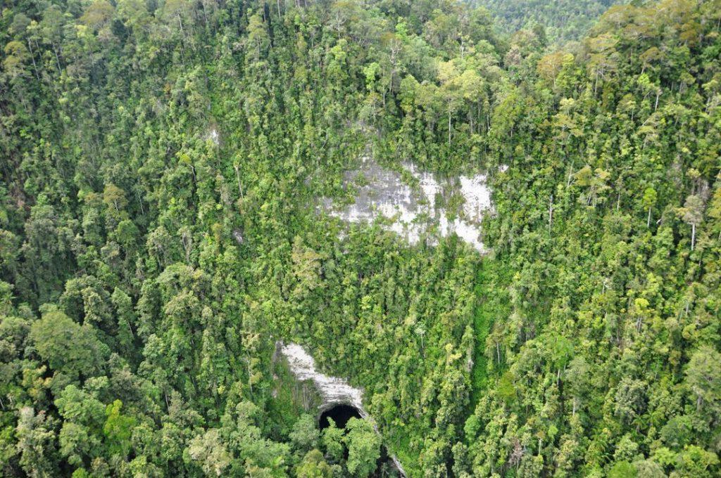 Gambar 1. Goa Di Taman Nasional Aketajawe Lolobata