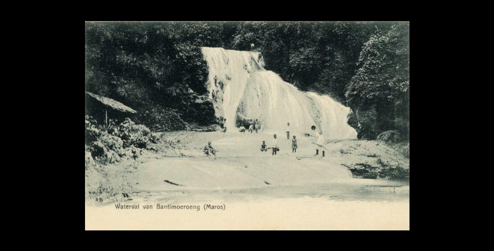 Gambar 2. Air Terjun di Kawasan Bantimurung, circa 1900