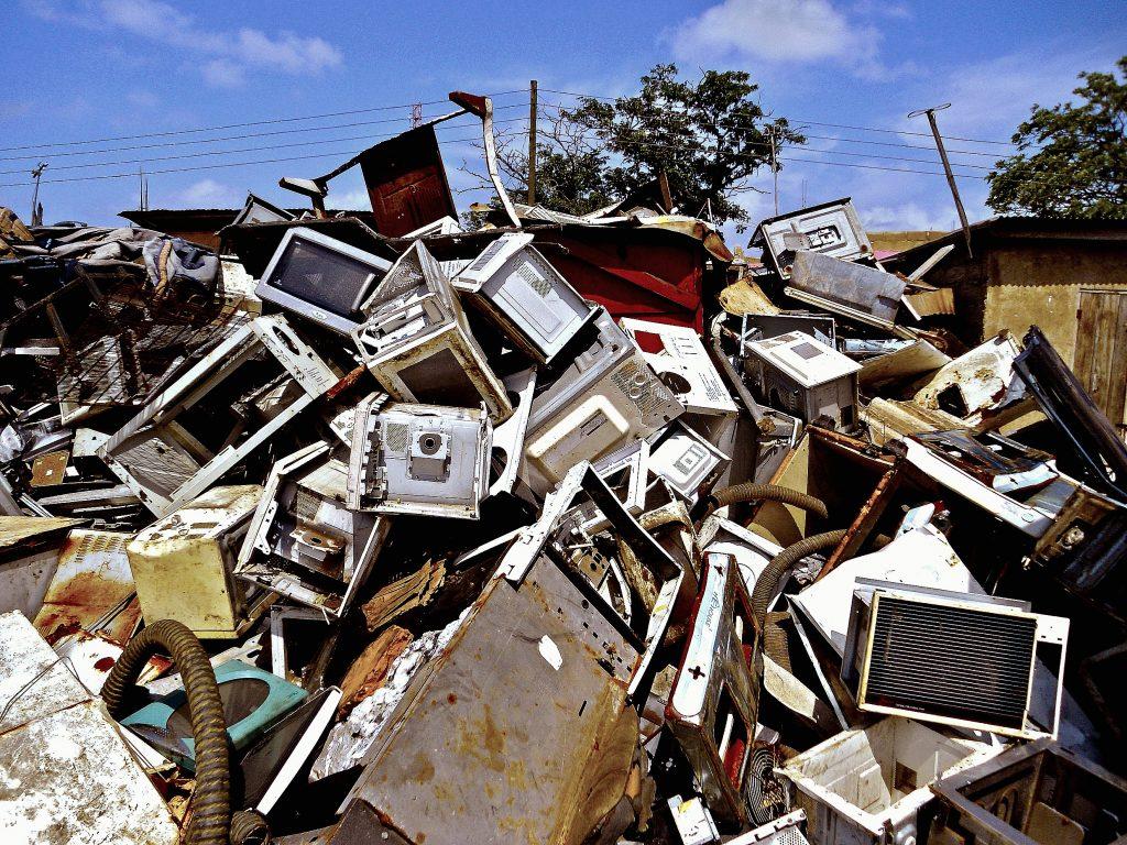 Gambar 3. Electronic Waste Piles © Robin Pierro
