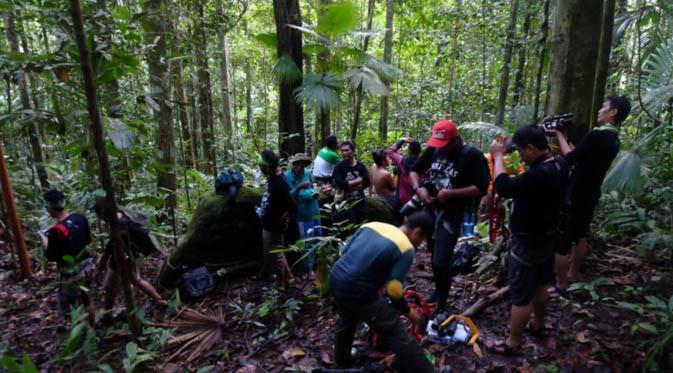Gambar 3. Tim Terios 7 Wonders Wonderful Moluccas bertandang ke Taman Nasional Aketajawe Lolobata