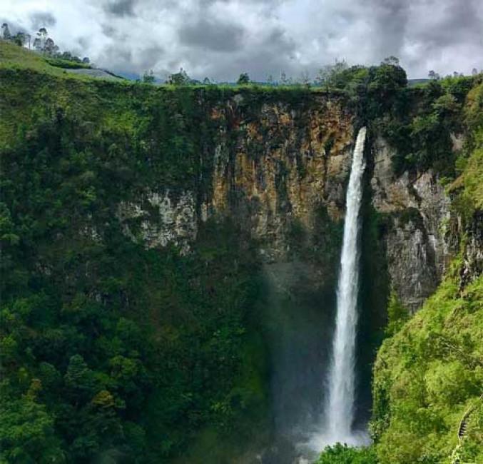 Gambar 3. Penampakan Air Terjun Yang Sangat Curam