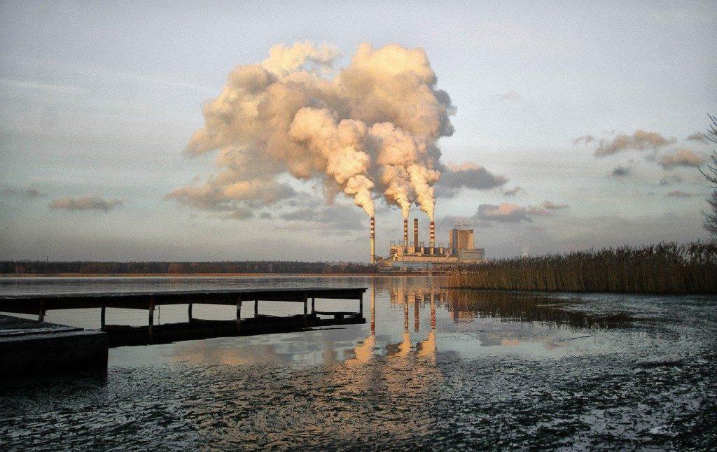 Gambar 1: Pencemaran Air