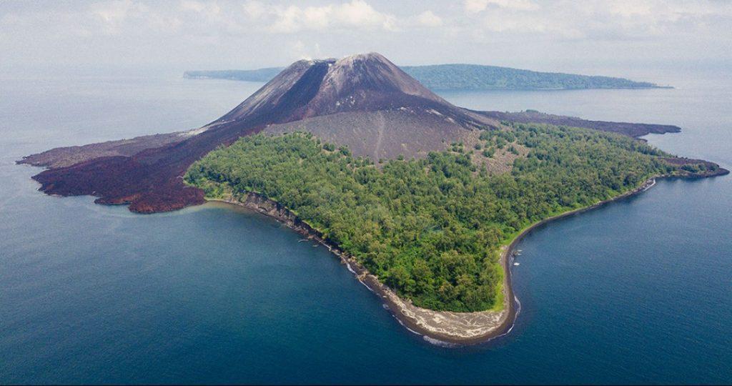 Gambar 1 Gunung Anak Krakatau
