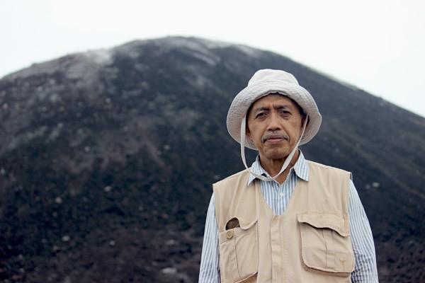 """Gambar 3 Prof. Tukirin Partomihardjo sang """"Raja Krakatau"""""""
