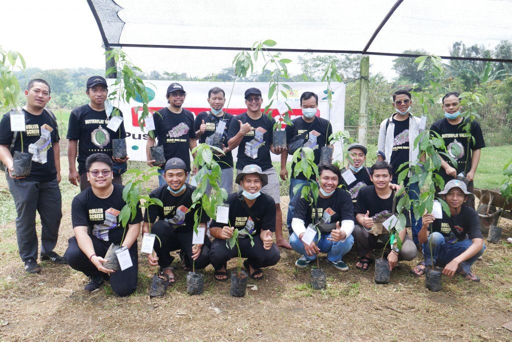 Gambar 1. PT PLN Pusharlis UP2W V Semarang Tanam Pohon di Desa Wisata Kandri © Dokumentasi Tim LindungiHutan