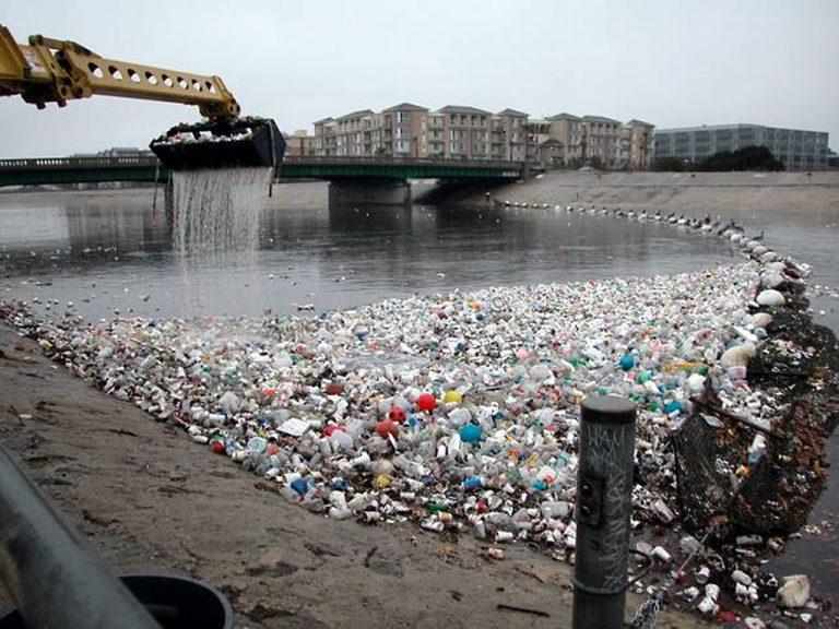 Limbah Plastik di Laut – Wanaswara
