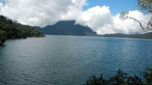 danau indah di gunung