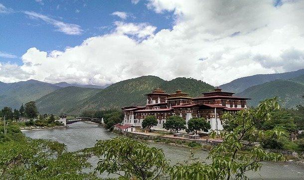 Gambar 2 Keadaan alam Bhutan