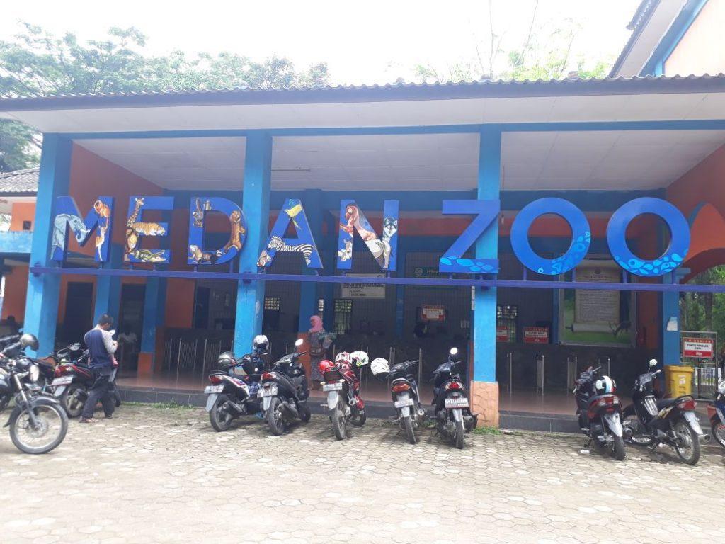 Gambar 1 (Medan Zoo)