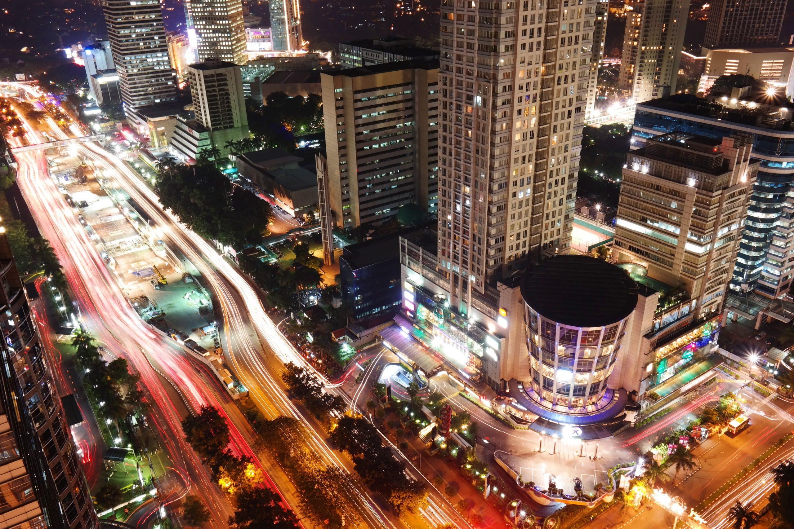 Gambar 1 Suasana Kota Jakarta Di Malam Hari.