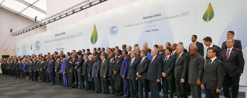 Foto konferensi delegasi negara-negara dalam perjanjian paris.